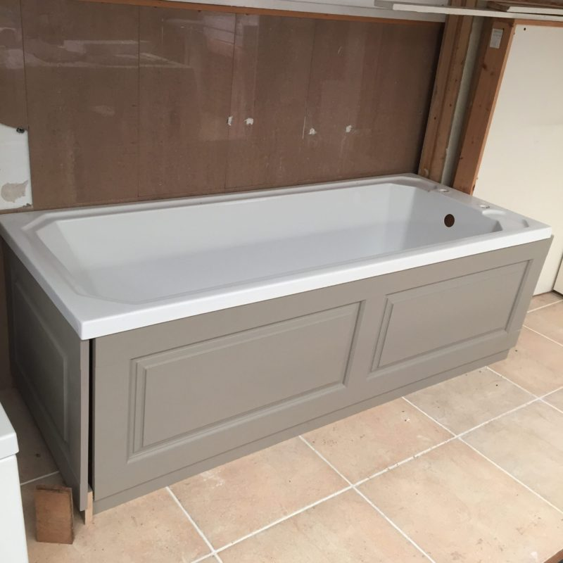 Old London Ex Display Bath with 2 x panels