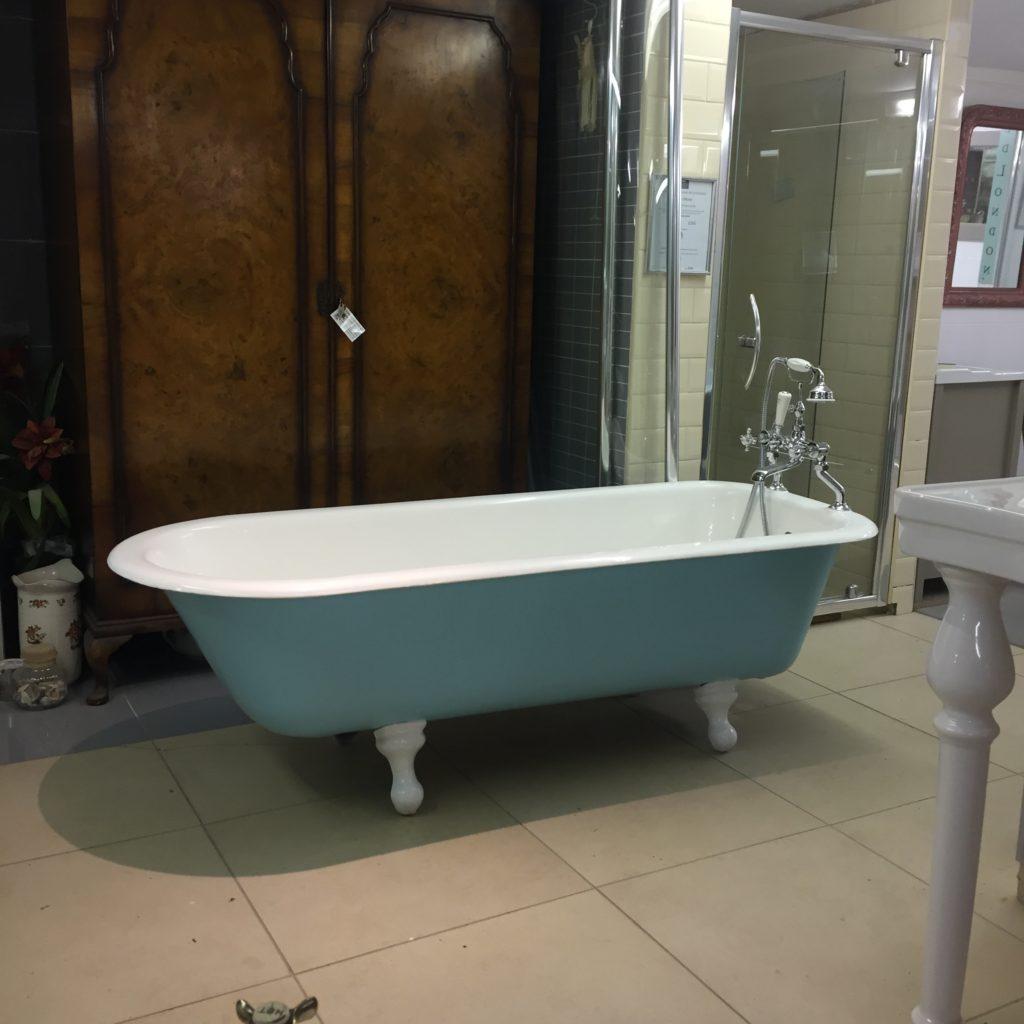 antique roll top bath