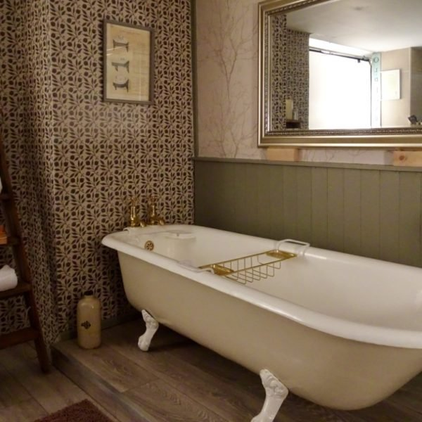 Cast Iron Roll Top Bath