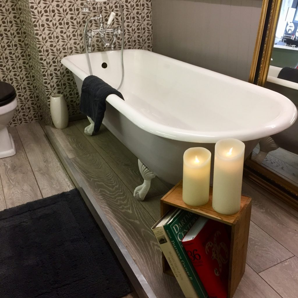 Antique Roll Top bath