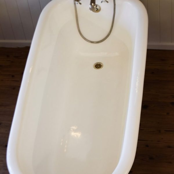 Ermington roll top cast iron bathtub