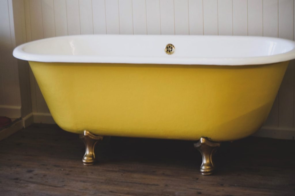 Riems victorian cast iron roll top bath for old fashioned bathrooms