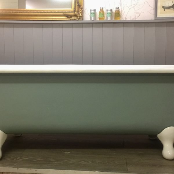 Staverton roll top antique bath