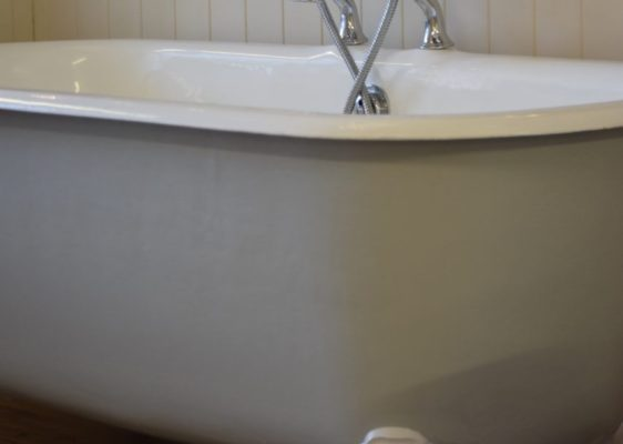 Yelverton bathtub