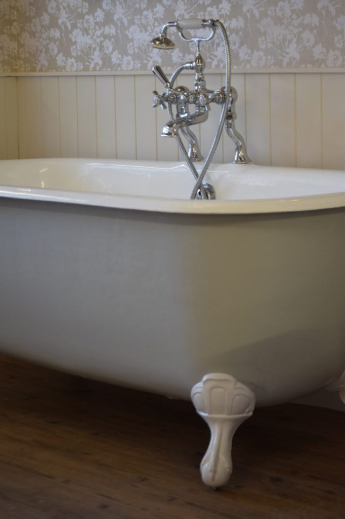 Yelverton bathtub