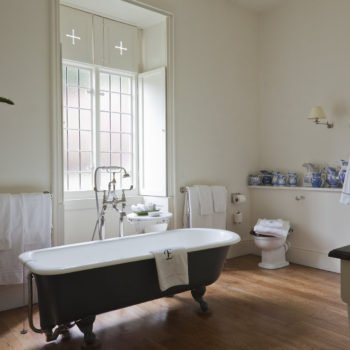 Antique Bathrooms - Roll top old fashioned bath